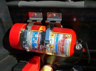 Где разместить огнетушитель в салоне легкового автомобиля