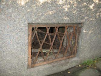 вентиляционные окна в подвале многоквартирного дома